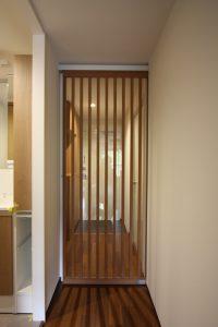 廊下を間仕切るドア