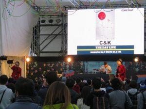 J-WAVEのステージではミュージシャンのLIVE。