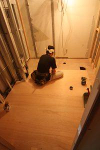 たとえば床。表面には出ない「下地」の工事でも・・・