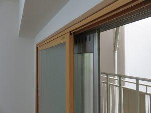 今までの窓(シルバー)の内側に、もうひとつ窓がついています。