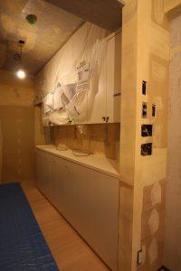 キッチンの収納です。吊り戸棚は今までのものをそのまま使います。下段が今回の造作部分です。
