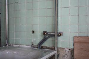 壁の裏の配管が完了。