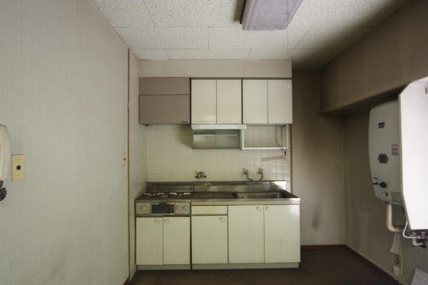 元はこのような箱(キャビネット)を並べた「ブロックキッチン」でした。