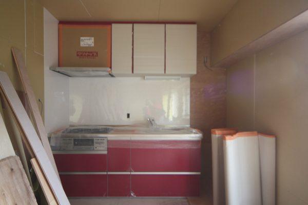 素敵な赤いキッチンが完成しました!