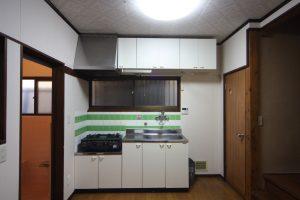 キッチンには冷蔵庫置き場がありません