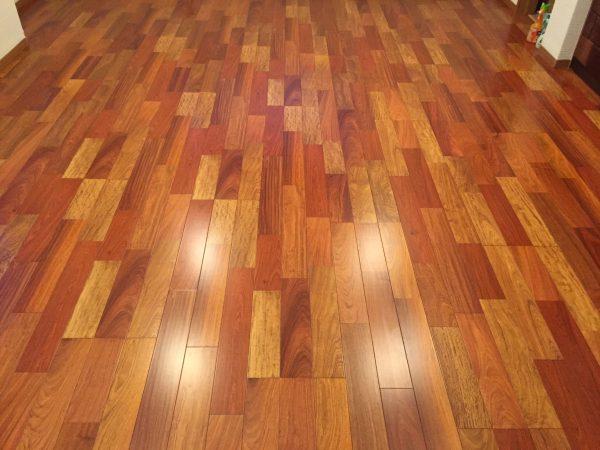 無垢のカリンの床材