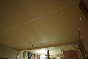 1階天井の石膏ボード