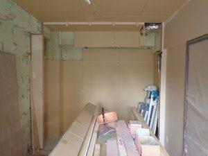 足立区千住 マンション室内断熱工事施工中です。