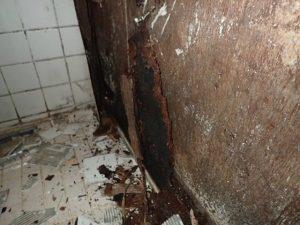 タイル貼りの浴室を解体しました。