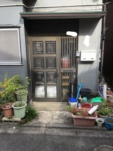 玄関ドアリフォームをカバー工法でたった1日で一新しました!