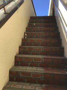 滑りやすいタイルの階段を滑らない階段にリフォーム!