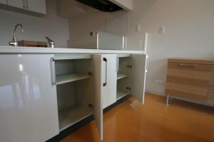 リビング側からもキッチンの扉を開けられるリビングリフォーム施工後