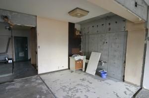 ベランダ側から見たキッチンリフォーム施工中状態