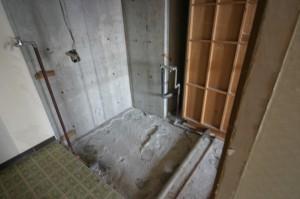 浴室リフォーム前の新しい配管が入る前