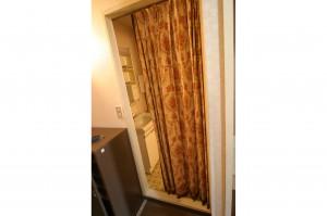 浴室リフォーム前の扉がカーテンだった状態