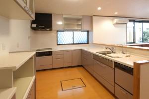 リフォーム後のキッチン床下に収納庫