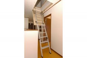 リフォーム後の屋根裏に上がる梯子