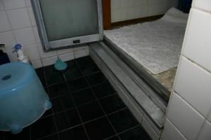 浴室リフォーム前の脱衣場と浴室の段差