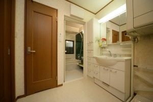 浴室リフォーム後の洗面室