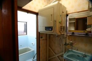 洗面リフォーム前の洗濯機置き場周辺