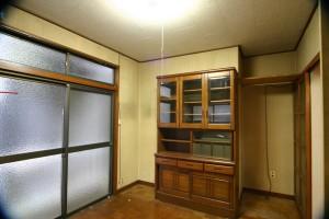 リビングリフォーム前のリビングにある食器棚