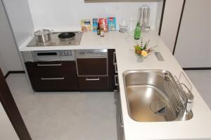 キッチンリフォーム後のL型システムキッチン