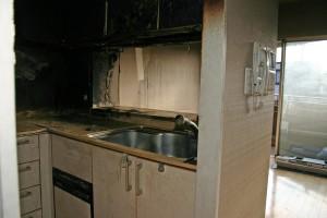 キッチンリフォーム前の焼け焦げ