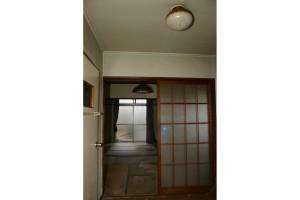 玄関リフォーム前の玄関から見えるリビング