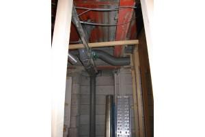 キッチンリフォーム中のダクト配管