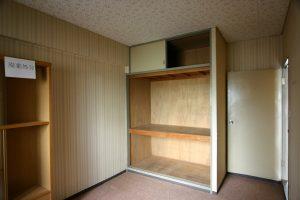 収納リフォーム前の寝室押入れ