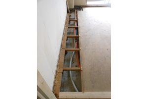 水道配管交換工事後和室下