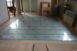 リビングリフォームの床暖房敷き設