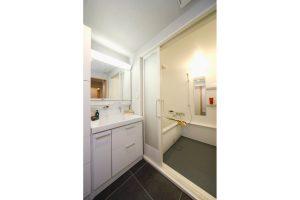 浴室リフォーム後の洗面台とお風呂