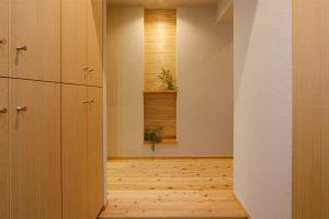 杉の羽目板とタモの集成材で飾り棚