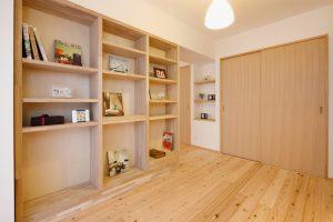 無垢板の本棚