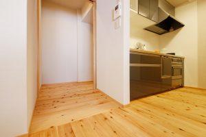 キッチンリフォーム後の廊下とリビングのスロープ