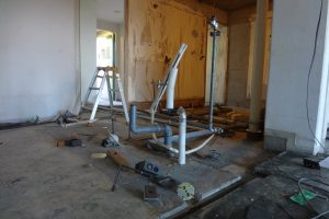 浴室・洗面台・トイレリフォーム中の水道管工事途中