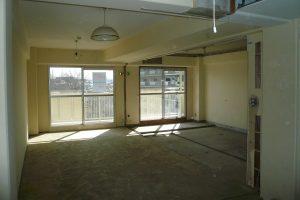 リビングリフォーム中 解体後リビングと和室境壁撤去
