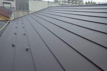 劣化した屋根を断熱層のついたガルバリウム鋼板で屋根リフォーム