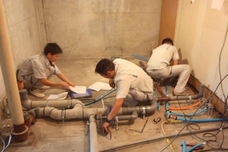 水回りの排水管敷設は図面と確認しながら慎重に行います