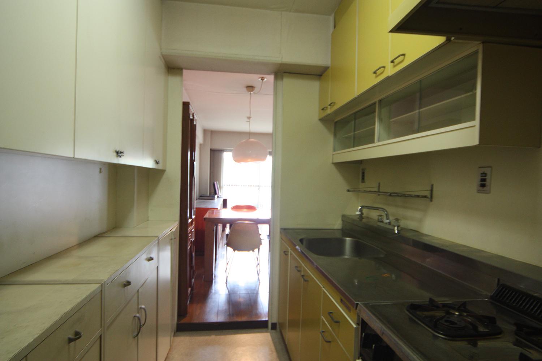光があまり差し込まない以前のキッチン