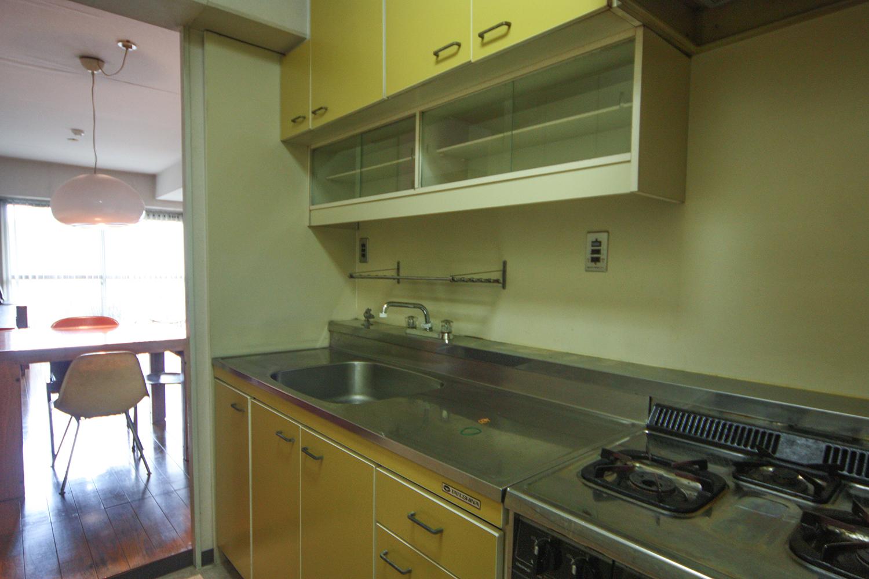個室空間のような以前のキッチン