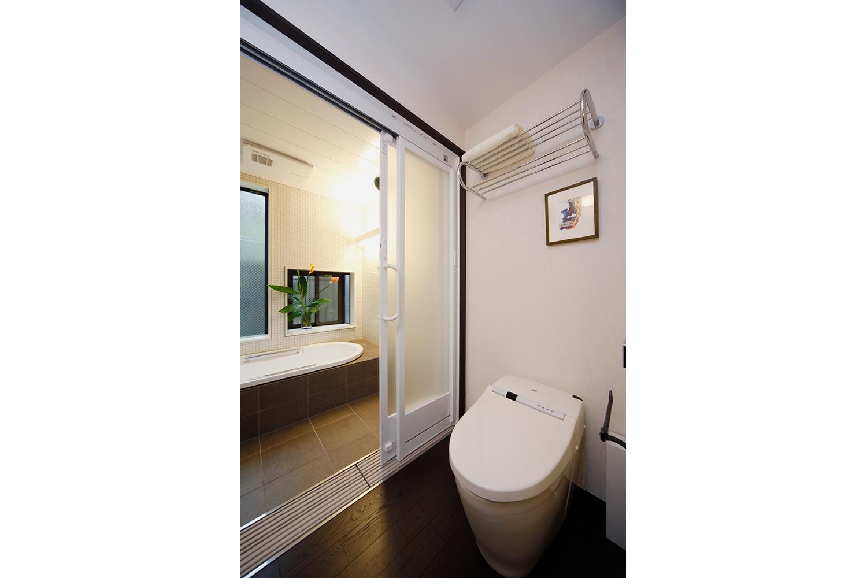 トイレが浴室と続きだと何かと便利