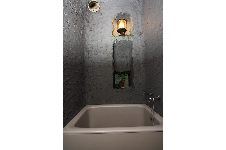 リフォーム前は暗いお風呂でした
