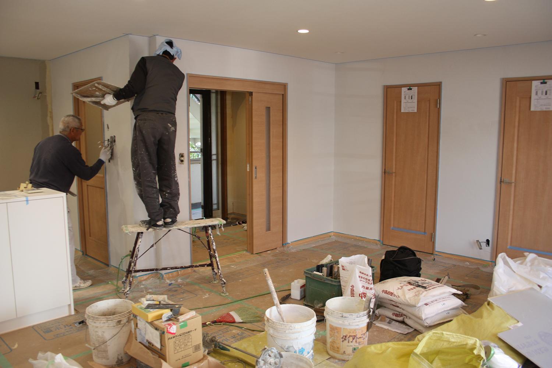 内装 シラス壁塗り作業