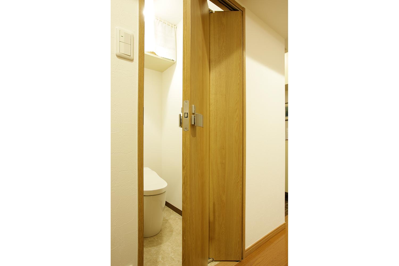 トイレの折れ戸