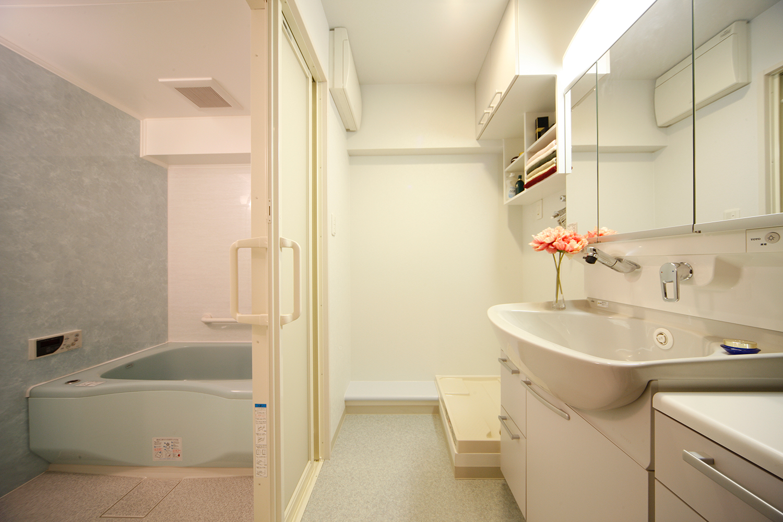 リフォーム後の浴室と洗面室