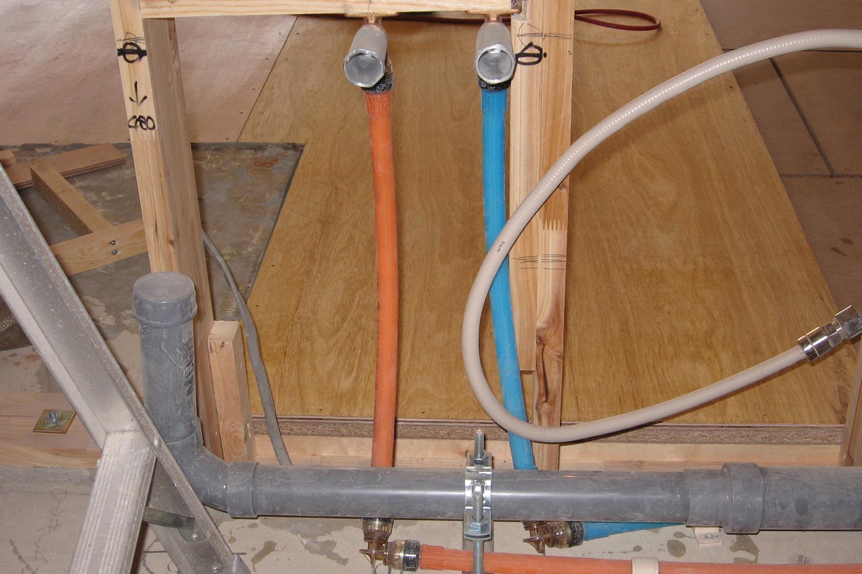 キッチンの給排水管