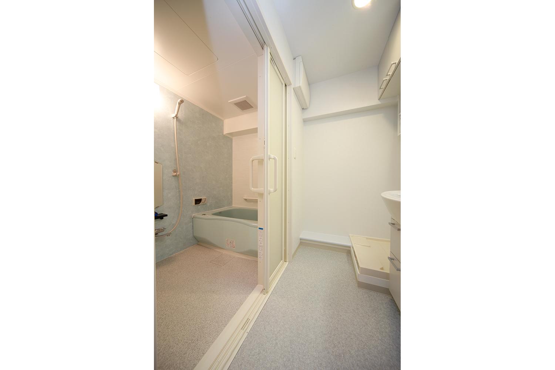 リフォーム後段差がなくなつた浴室と洗面室の境