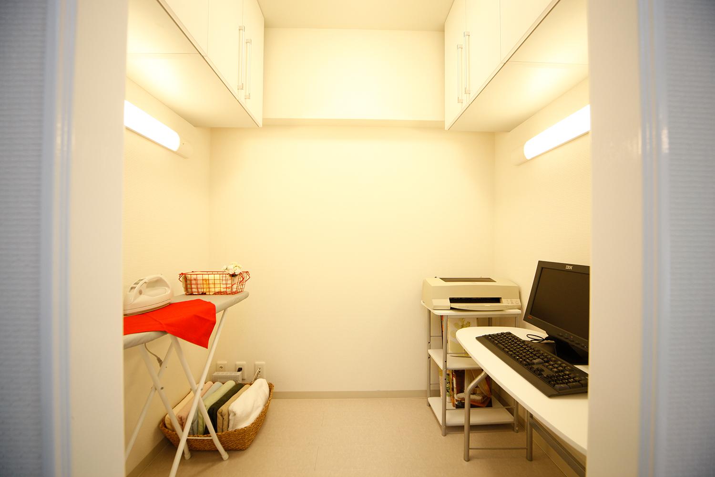 書斎-家事室内部
